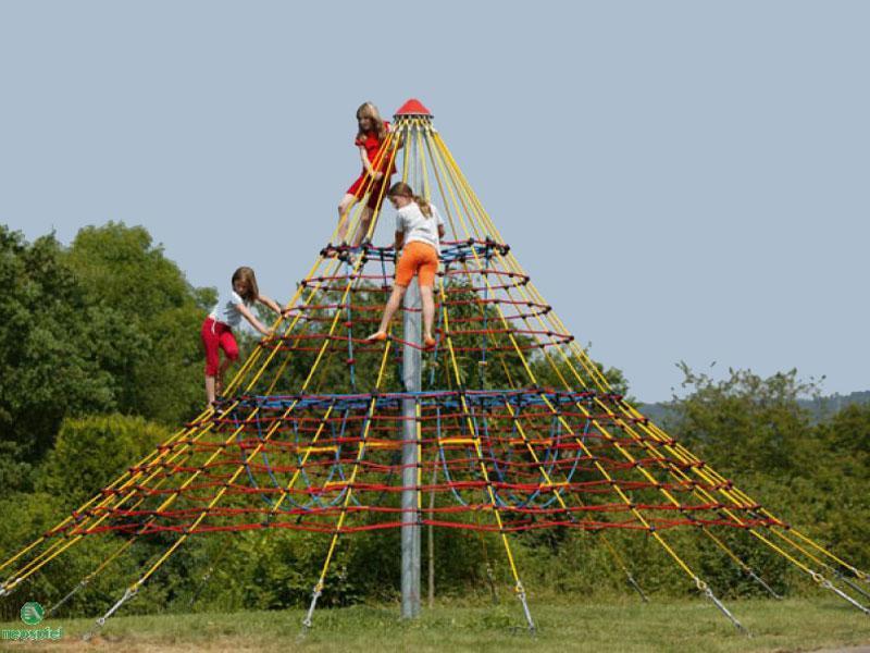 Kletter-Pyramiden Seilnetzanlagen Cheops-Pyramiden mit grossen Spielraum