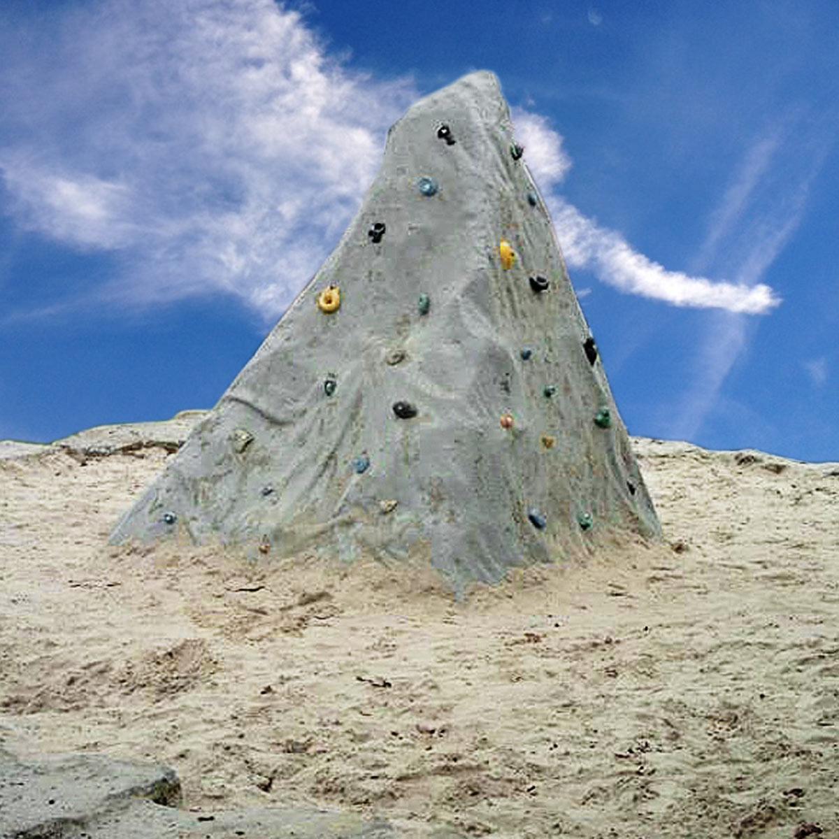 Kletterfelsen fordern die Kinder