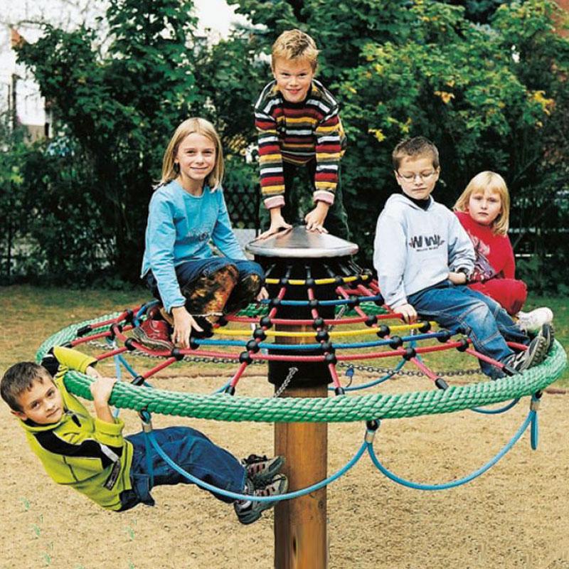 Kletterbäume sind auch für jüngeren Spielplatzgäste